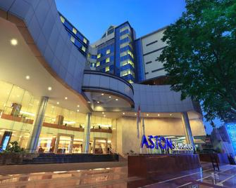 Aston Semarang Hotel And Convention Center - Semarang - Building