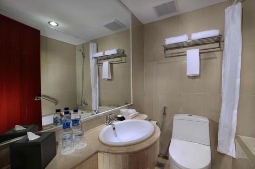 三寶壟阿斯頓酒店及展覽中心 - 三寶瓏 - 三寶瓏(市) - 浴室