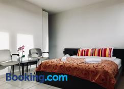 Fantasia A Spacious Beautiful Apartment & Affordable - Zaventem - Habitación