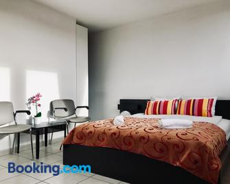Fantasia A Spacious Beautiful Apartment & Affordable - Zaventem - Bedroom