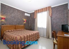 Hotel Coluccini - Marina Di Pietrasanta - Phòng ngủ