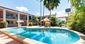 Tropical Queenslander - Cairns - Alberca