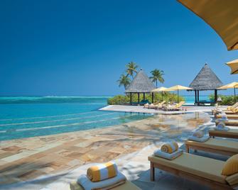 Four Seasons Resort Maldives at Kuda Huraa - Huraa - Bazén