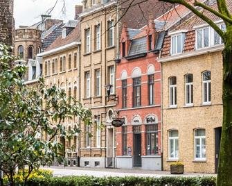 Main Street Hotel - Ypres - Building