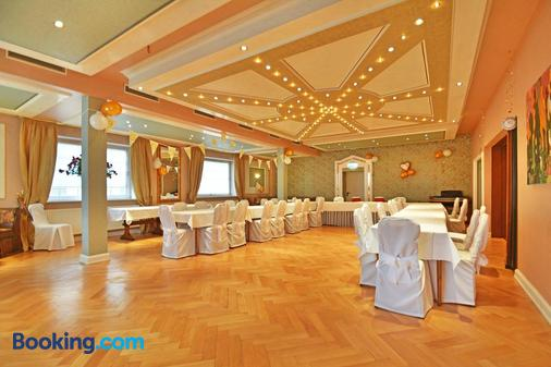 Zur Goldenen Sonne - Usingen - Banquet hall