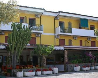 Hotel Cristina - Diamante - Gebouw