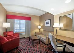 La Quinta Inn & Suites by Wyndham Conway - Conway - Вітальня