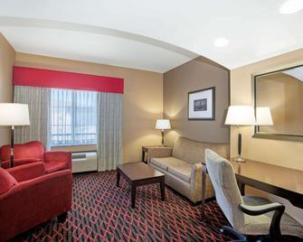La Quinta Inn & Suites by Wyndham Conway - Conway - Obývací pokoj