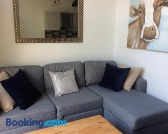 No1 The Smithy - Tarporley - Living room