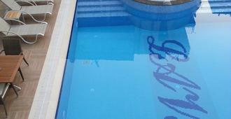 Lavinia Apart & Hotel - אלניה - בריכה
