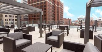 Drury Plaza Hotel Pittsburgh Downtown - פיטסבורג - פטיו