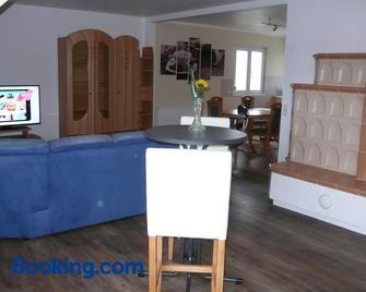 Ferienwohnung Sonnenschein - Rheinhausen - Living room