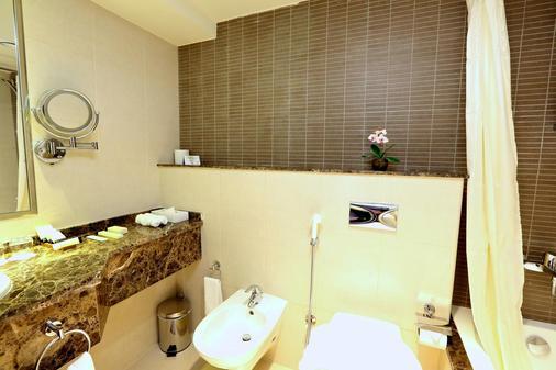 Nehal Hotel - Abu Dhabi - Bathroom