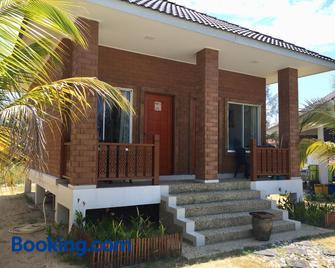Casa Tanjung Jara - Dungun - Building