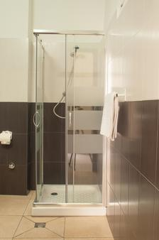 Hostal Nilo - Barcelona - Bathroom
