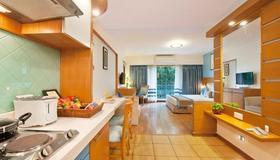Grand Residency Hotel & Serviced Apartments - Мумбаи - Спальня
