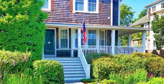 Crocker Inn - Vineyard Haven