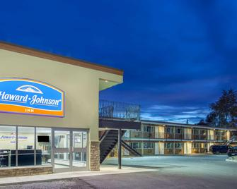 Howard Johnson by Wyndham Kingston - Kingston - Building