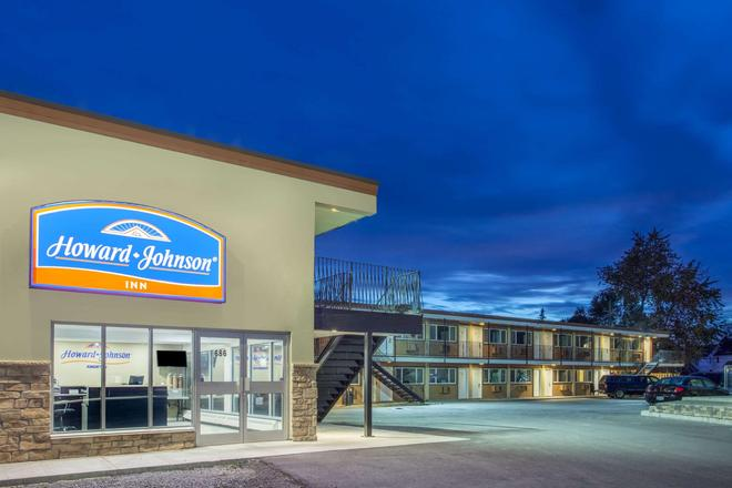 Howard Johnson by Wyndham Kingston - Kingston - Building