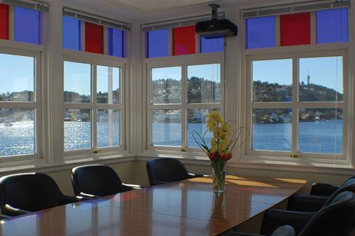 Clarion Hotel Tyholmen Arendal - Arendal - Dining room