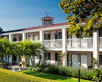 Lavender Inn by the Sea - Santa Barbara - Building