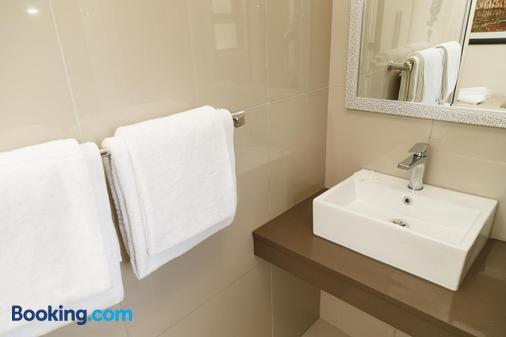 Loerie Guest Lodge - George - Bathroom