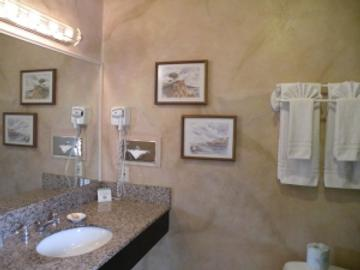 Colton Inn - Monterey - Bathroom