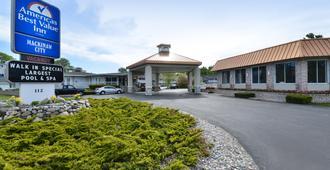 Americas Best Value Inn Mackinaw City - Mackinaw City - Gebäude