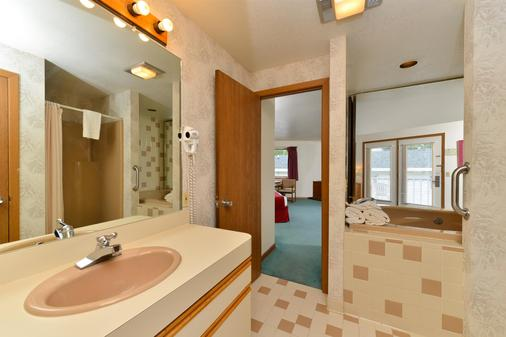 Americas Best Value Inn Mackinaw City - Mackinaw City - Bathroom