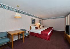 Americas Best Value Inn Mackinaw City - Mackinaw City - Bedroom