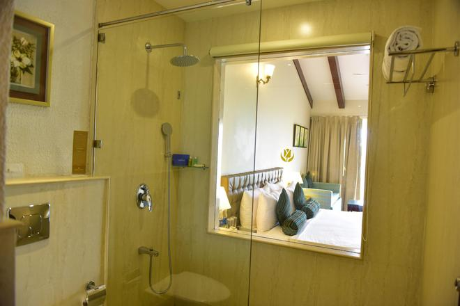 Golden Tulip Goa Candolim - Candolim - Bathroom
