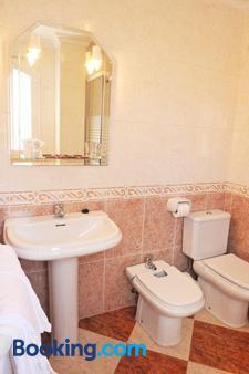 Hostal Puerto Lepe - Lepe - Bathroom