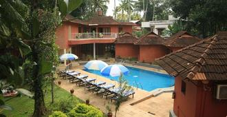 Deshadan Cliff & Beach Resort - Varkala - Piscina