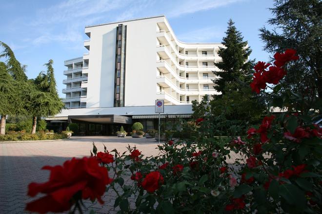 Hotel Commodore Terme - Montegrotto Terme - Rakennus