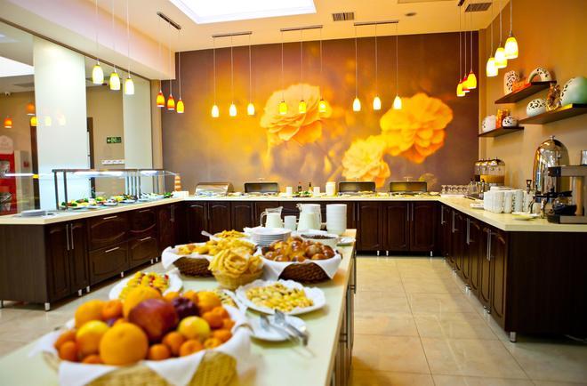 Best Western Plus Atakent Park Hotel - Almatý - Bufé