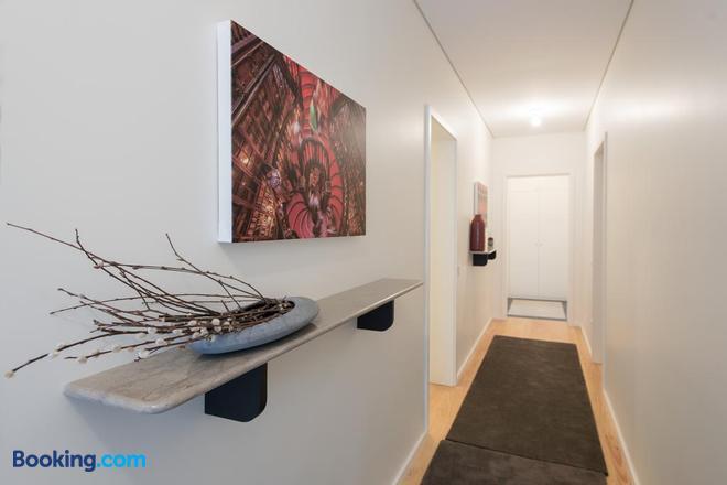 Oporto Serviced Apartments Alvares Cabral - Porto - Hallway