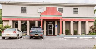 Econo Lodge Near Stewart International Airport - New Windsor