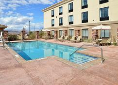 Holiday Inn Express & Suites Page - Lake Powell Area - Page - Piscina