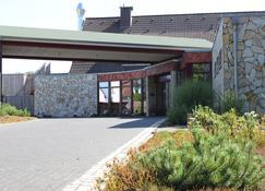 Ballands Hotel & Restaurant - Essel - Building