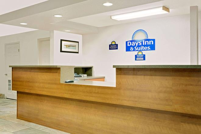 Days Inn & Suites by Wyndham Needles - Needles - Front desk