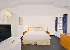 Days Inn & Suites by Wyndham Needles - Needles - Habitación
