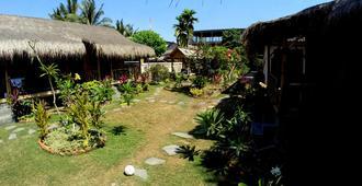 Same Same - Bungalows - Kuta - Outdoor view