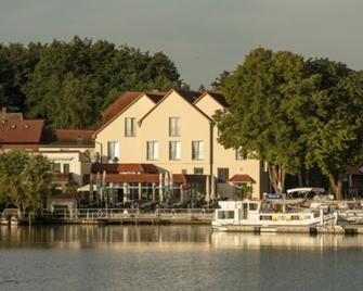 Hotel & Restaurant Muritzterrasse - Bollewick - Outdoor view