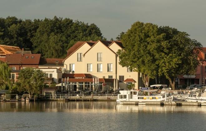 Hotel & Restaurant Müritzterrasse - Bollewick - Vista del exterior