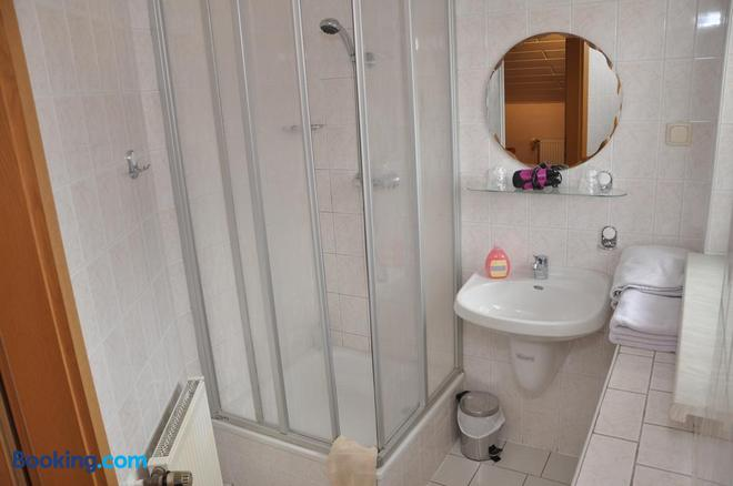 Cafe Hoyer Pension und Appartements - Apolda - Bathroom