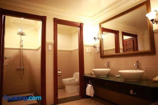 Sammy Dalat Hotel - Dalat - Bathroom