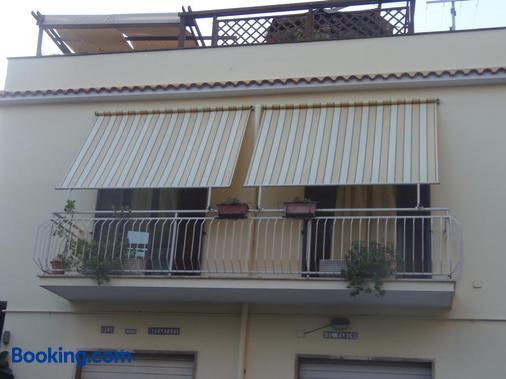 B&B Il Parco - Civitavecchia - Building