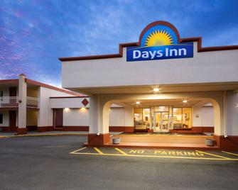 Days Inn by Wyndham Shelby - Shelby - Building