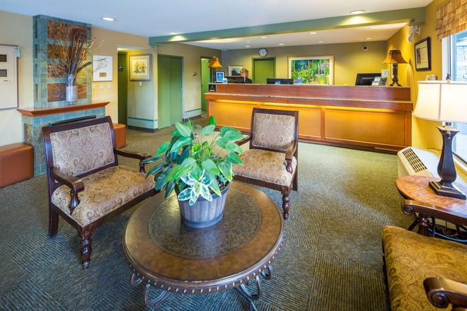 Accent Inns Vancouver Airport - Richmond - Front desk