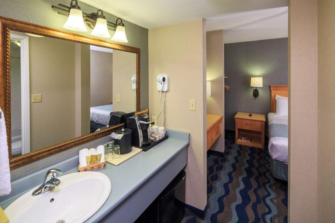 Accent Inns Vancouver Airport - Richmond - Bathroom